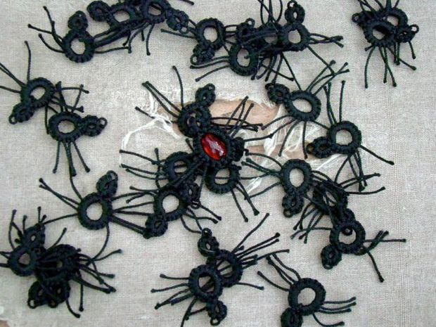 Halloween Party Decorations Ideas - knitted spiders
